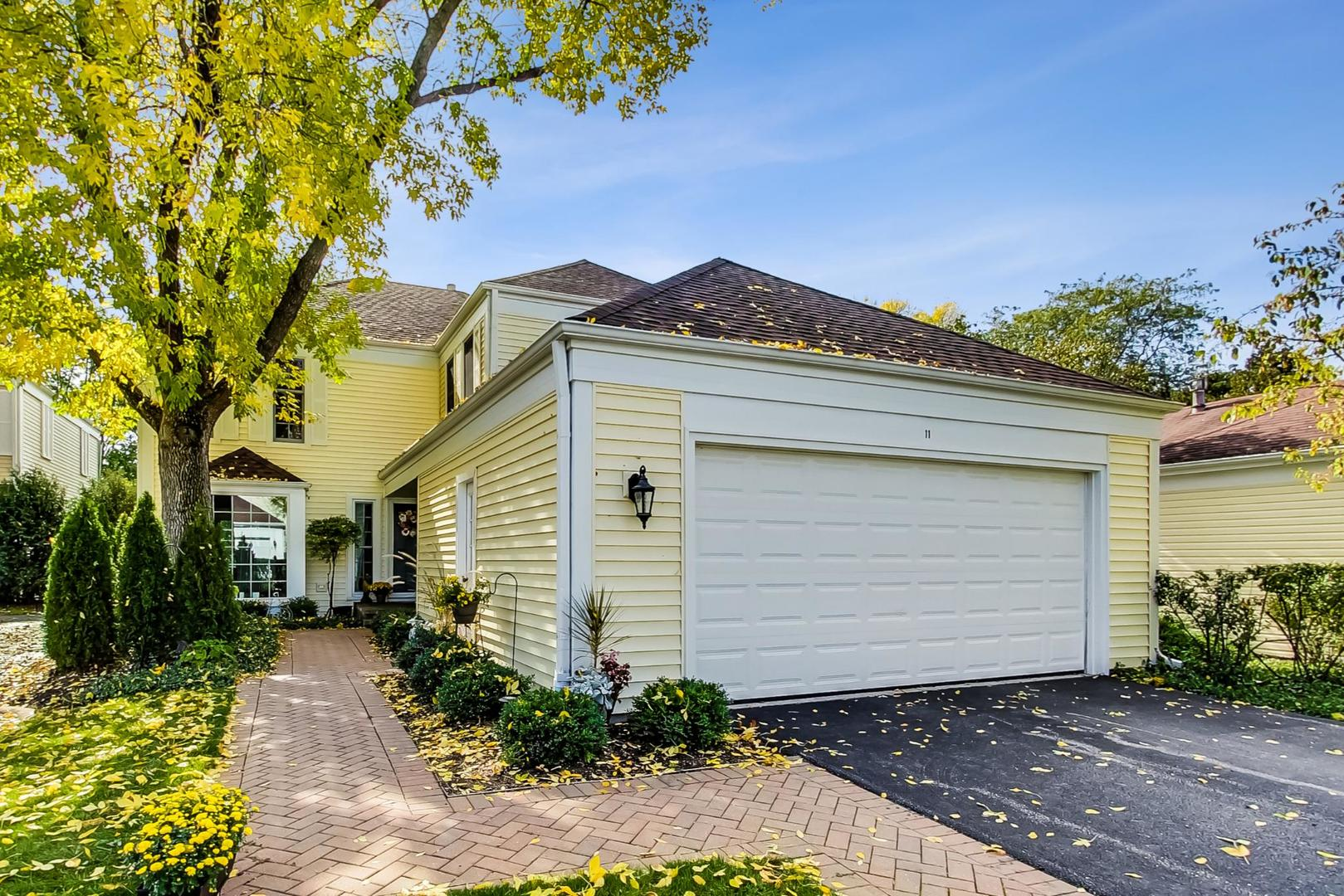 11 The Court Of Lagoon View, Northbrook, IL 60062