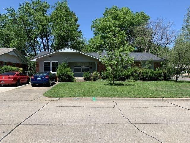 Wonderful 4 bedroom home on corner lot.  Very close to middle & elementary schools, OU, shopping and I-35.  2 and 1/2 baths, parking for 4.  Lovely and quiet treed lot.  Cozy, friendly neighborhood with fenced back yard.  Please call for an appointment to see today