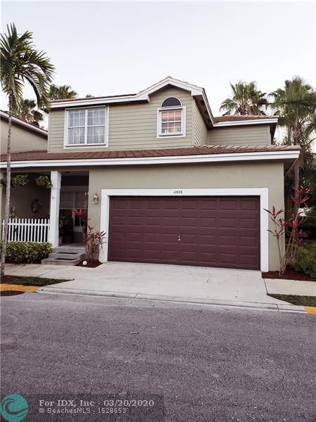 GORGEOUS KEY WEST STYLE HOME. WELCOME TO YOUR PARADISE IN THIS 4 BED/2.5 BATH/2 CG TOWN HOME IN THE SOUGHT AFTER CINNAMON CROSSING COMMUNITY. UPDATED KITCHEN, GRANITE COUNTER TOPS WITH PANTRY, & SEPARATE LAUNDRY ROOM. THIS HOME FEATURES A FORMAL LIVING ROOM AS WELL AS A FAMILY ROOM AND FORMAL DINING ROOM AND A HALF BATH DOWNSTAIRS. UPSTAIRS FEATURES: MASTER SUITE WITH A WALK IN CLOSET WITH ORGANIZERS, EN SUITE BATHROOM HAS DUAL SINKS AND SHOWER AND 3 ADDITIONAL BEDROOMS UPSTAIRS. EXTERIOR FEATURES A COVERED FRONT PATIO AND PATIO OFF THE EAT IN KITCHEN AS WELL AS HURRICANE SHUTTERS. THIS COMMUNITY HAS A PLAYGROUND, COMMUNITY POOL, GAZEBO. A+ SCHOOL DISTRICT. CLOSE TO SHOPPING, RESTAURANTS AND PARKS. THIS UNIT IS ONE OF THE LARGEST IN THE COMMUNITY!!