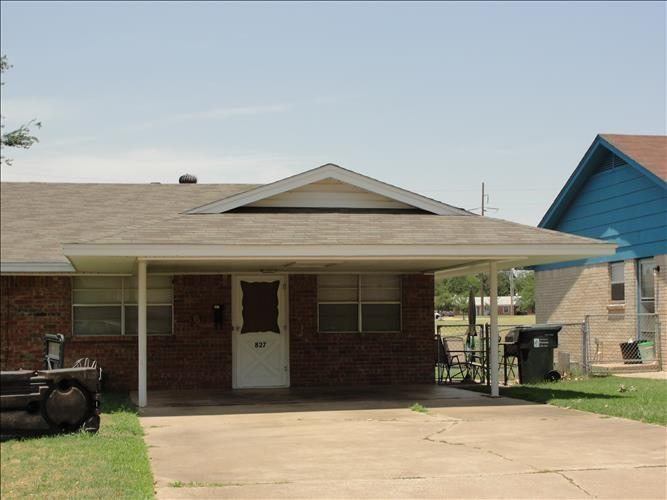 2 bed half duplex available for lease! Fresh paint, fenced yard that backs to a green belt and a small park.