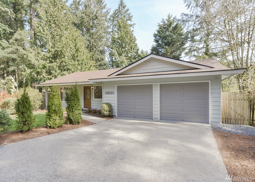 PRIME LOCATION *** RARE FIND SINGLE STORY 1971 YB WITH 2 CAR GARAGE ON A LARGE 9245 SQ FT LOT. LOCATED AT THE END OF CUL-DE-SAC ON DEAD END STREET *** LAKE WASHINGTON SCHOOL DISTRICT *** CONVENIENT PASSWAY TO ROSE HILL MIDDLE SCHOOL*** UPGRADES GALORE - NEW WINDOWS, NEW PAINT IN AND OUT, NEWER ROOF AND FURNACE, MAPLE KITCHEN WITH GRANITE COUNTERS, UPGRADED SS APPLIANCES WITH 5 BURNER GAS STOVE *** EPOXY FLOORS IN THE GARAGE *** COZY DECK AND FIREPIT IN TRANQUIL BACKYARD ***  WELCOME HOME!