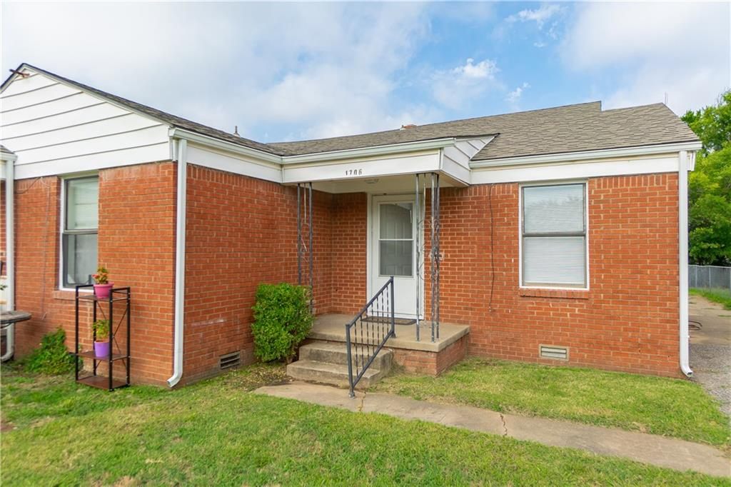 Duplex in Norman not far from OU Campus.  Duplex features 1 bed, 1 bath on one side and 2 bed, 1 bath on the other side.  Both units have washer and dryer hookups.  New updates include new carpet in 1706 and new exterior paint and window repair.  1708 rents for $650/mo and 1706 rents for $625/mo.  Duplex next door is also for sale.  1710/1712 Virginia.