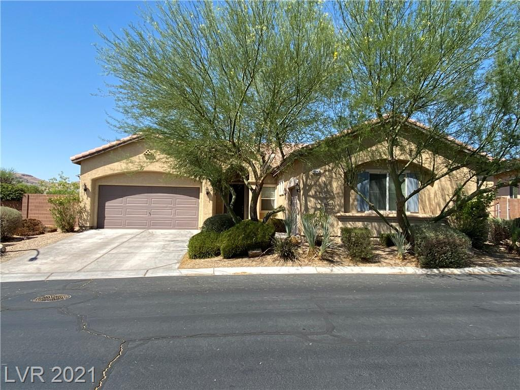 BEAUTIFUL MOUNTAINS EDGE SINGLE STORY HOME, GATED COMMUNITY 4 BDRM 3.5 BA, 3 CAR GARAGE. OPEN FLOOR PLAN, OVERSIZED BACKYARD WITH PATIO COVER, LARGE KITCHEN WITH ISLAND, DOUBLE OVEN, GRANITE COUNTERTOP, AND WALK IN PANTRY. FIREPLACE IN LIVING ROOM, CLOSE TO COMMUNITY CENTER WITH POOL, EXERCISE ROOM & AMENITIES.