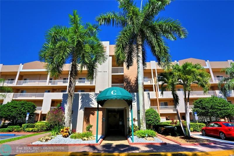THIS SPECIAL CONDO UNIT IS LOCATED IN ONE OF BROWARD'S MOST SORT AFTER COMMUNITIES OF KINGS POINT. IT FEATURES 24 HR. MANNED SECURITY GATES AT THE ENTRANCE. THIS SPACIOUS 1500 SQ. FT. UNIT HAS A SPECIAL WATER VIEW .THIS PH UNIT HAS 10 FT. CEILINGS, CROWN MOLDING & PORCELAIN FLOORS. ENJOY ALL THE AMENITIES THAT THE KINGS POINT CLUBHOUSE HAS TO OFFER SUCH AS A HUGE INDOOR HEATED POOL AS WELL AS ONE OUTDOORS-SUPERB PROFESSIONAL 1000 SEAT THEATER THAT PRESENTS ALL TYPES OF ENTERTAINMENT THAT WOULD PLEASE ANYONE AS WELL TENNIS, PICKELBALL AND JOGGING TRACKS.CALL LISTING AGENT TO MAKE AN APPOINTMENT - DON'T MISS OUT ON THIS GREAT OPPORTUNITY.