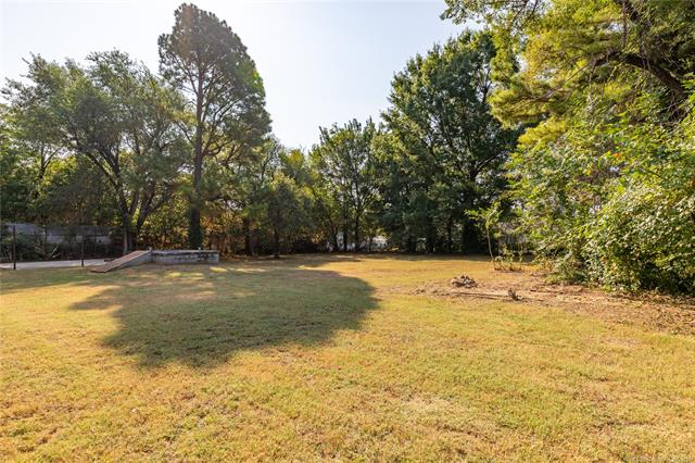 215 W 40th Place, Sand Springs, OK 74063