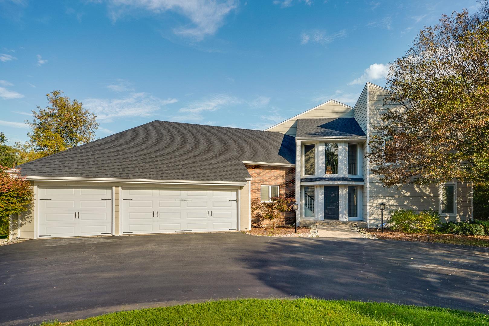1375 Saunders Road, Riverwoods, IL 60015