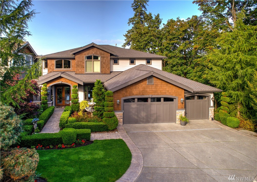 Traditional architecture, custom finishes & attention to detail come together in this meticulously maintained 2009 custom-built home. Balancing casual living w/ formal, more intimate spaces, the open flow & functionality is unrivaled. Built to entertain, the indoors seamlessly extend outside to views overlooking Willows Valley / Willows Run Golf Course. 3 spacious bedrooms up including master suite w/ private Juliet deck. ADU on lower level w/ separate entrance, kitchen, laundry & living area.