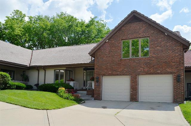 12 The Woodlands Drive, Gladstone, MO 64119