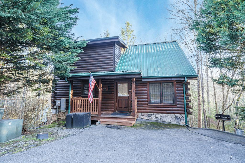 Very well maintained cabin in an amazing resort. Cabin has high cathedral ceilings , master on the main level , Game room area with video arcade and much more. The cabin is located just minutes from Downtown Gatlinburg which makes it great for an investment property. The property is currently on a rental Program doing well.