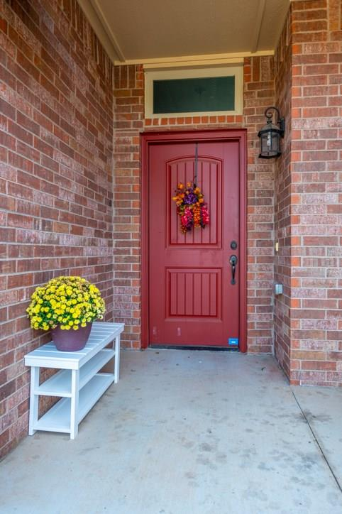 5 year young home on nice corner lot located 5 minutes from the center of OU; 25 minutes to downtown OKC,