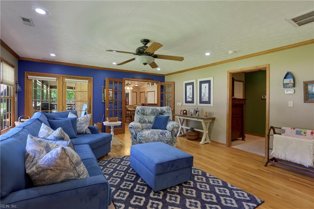 6448 Country Acres Trail