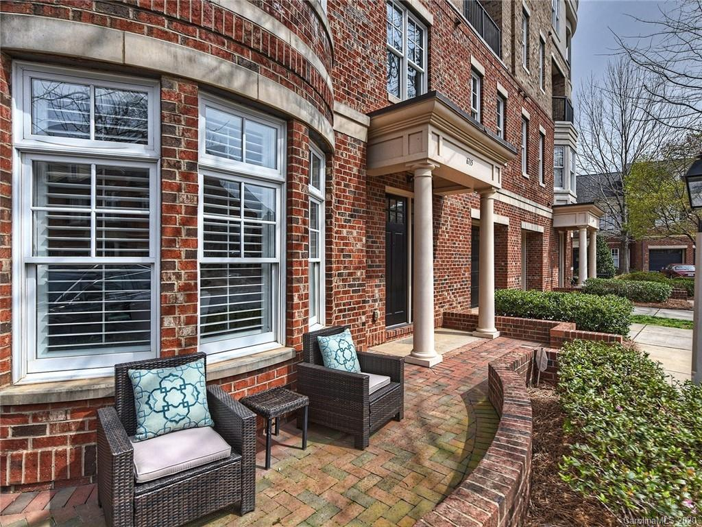 Best location in Southpark! Meticulously kept, beautiful brick townhome in prestigious gated community. Gas lanterns, private walkway to Whole Foods, Starbucks, shops and restaurants at Sharon Square & Phillips Place. Perfect for a lock & leave lifestyle. Freshly painted and move in ready!