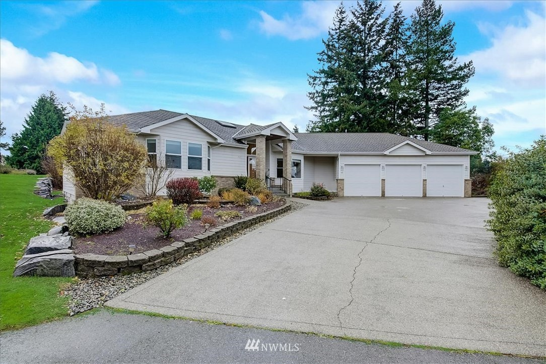 Welcome to this rare find, custom built spacious rambler in desirable Shorewood. Sitting on a large 14,388 SF lot, beautifully landscaped the home has room for everyone. With an open floor plan,this 3bdr, 2.5 bath home features a soaring entry way, vaulted ceilings, large windows throughout bathing the house w/ natural light, a cozy fireplace, kitchen w/ walk-in pantry, dining room w/ built in buffet, living room overlooking & with access to the backyard. Relaxin an inviting 5 pc master suite w/ walk-in closet & jetted tub. Ample parking w/ 3 car garage, built in storage cabinets & a central vacuum system. Minutes to Seahurst beach, DT Burien, shopping, restaurants, coffee shops, HWY 509, Seattle, Seatac airport, South-Center, Light rail.