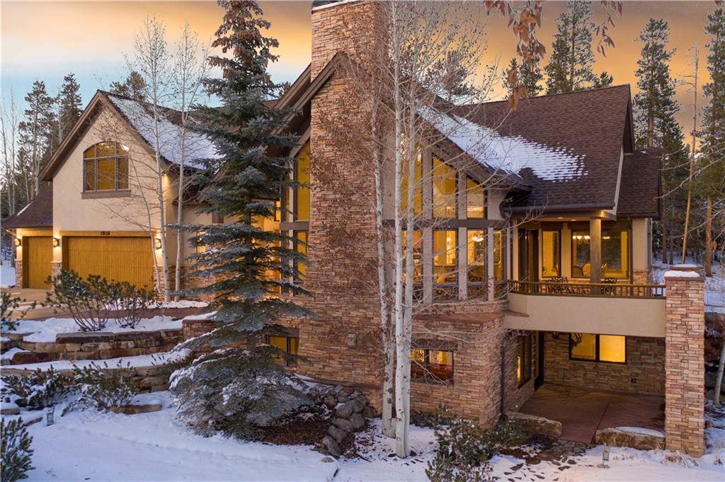 Wonderful flowing two-story walkout floorplan with 100% main floor living and a 3-car garage.
