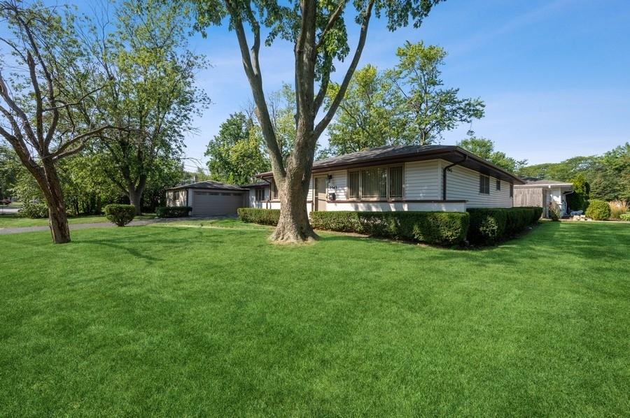 2943 Knollwood Lane, Glenview, IL 60025