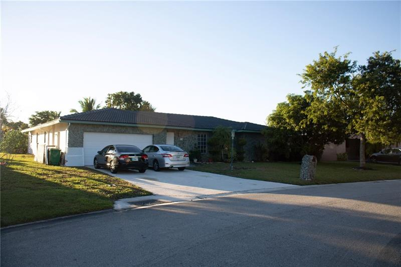 LOCATION, LOCATION, LOCATION. HOT HOT HOT LISTING. DONT LET YOUR BUYER MISS OUT. EXCELLEANT 4/2 ON QUIET CUL DE SAC. POOL AND WATER. GREAT GREAT SCHOOLS. CLOSE TO AQUATIC CENTER, SPORTSPLEX, SHOPPING & RESTAURANTS. DOWNSIZING.