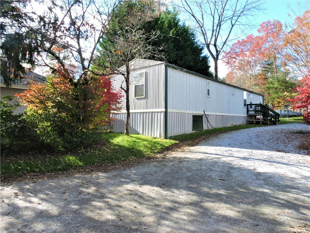 Great Starter Home or Investment Property! Remodeled 1991 Oakwood singlewide home on .18 acre private level lot. This 2 BR, 1 and a Half Bath home offers split bedrooms and large open concept family room and kitchen. Convenient location close to shopping, restaurants, and I-26. Detached carport for parking. Shared drive.