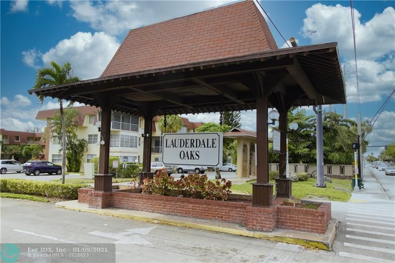 CHARMING 1 BED /1 BATH CONDO LOCATED IN THE VERY WELL MAINTAINED COMMUNITY OF LAUDERDALE OAKS. UNIT HAS A SCREENED IN BALCONY WITH VIEW OF THE OUTDOOR PATIO/BBQ AREA. UNIT COMES FURNISHED. VERY PEACEFUL AND WELL MAINTAINED COMMUNITY, HAS AN ACTIVE CLUBHOUSE. ASSOCIATION SAY 55+. 20 MINUTES FROM AIRPORT AND CLOSE TO STORES. GREAT PLACE TO LIVE AND PLAY...