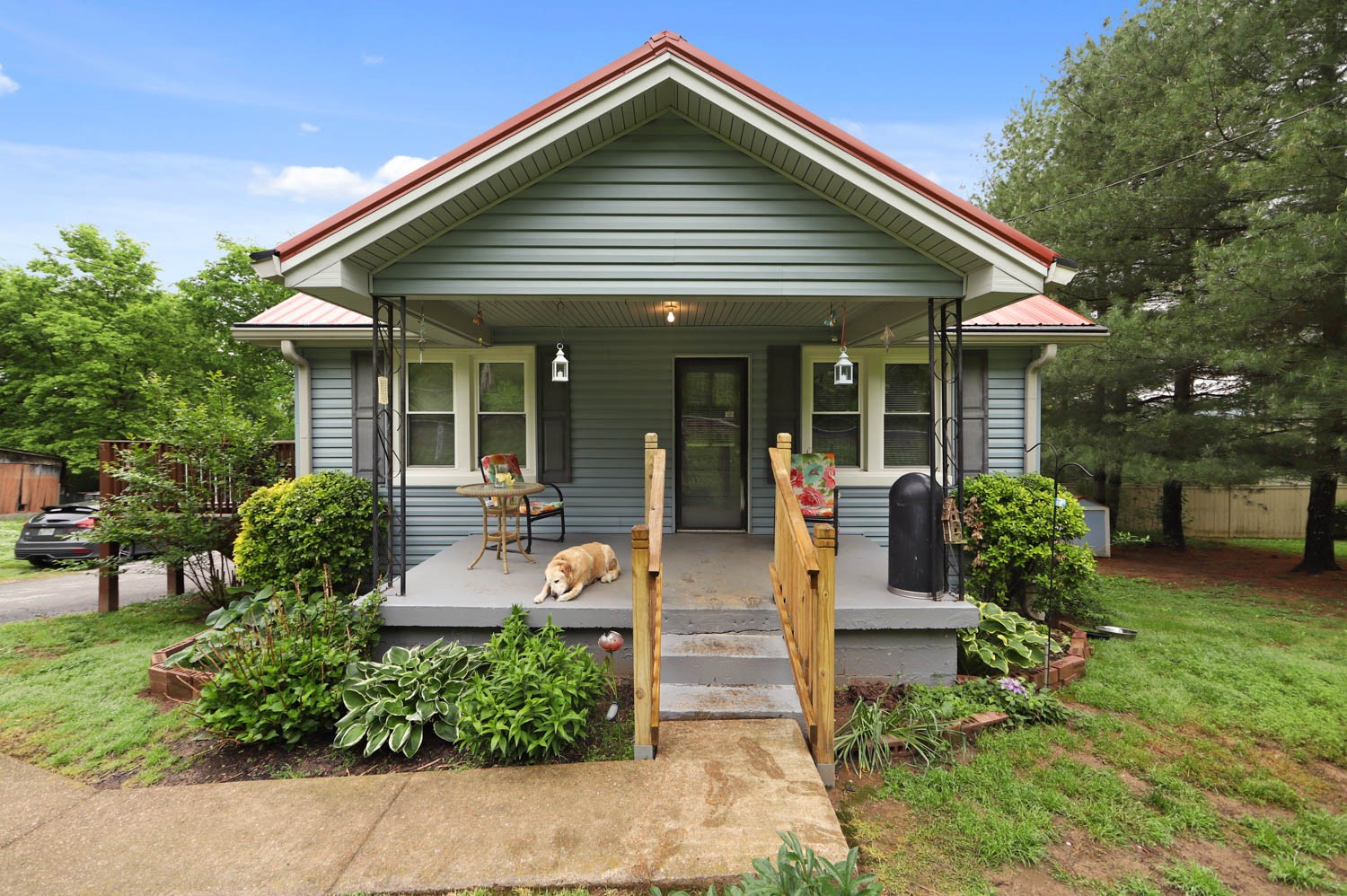 Charming country cottage just steps from Leipers Fork Village with shopping, dining, and live music.  This home has many possibilites as a short term rental, small town retreat, or primary residence.  Make it your own!  Home is being sold as is.