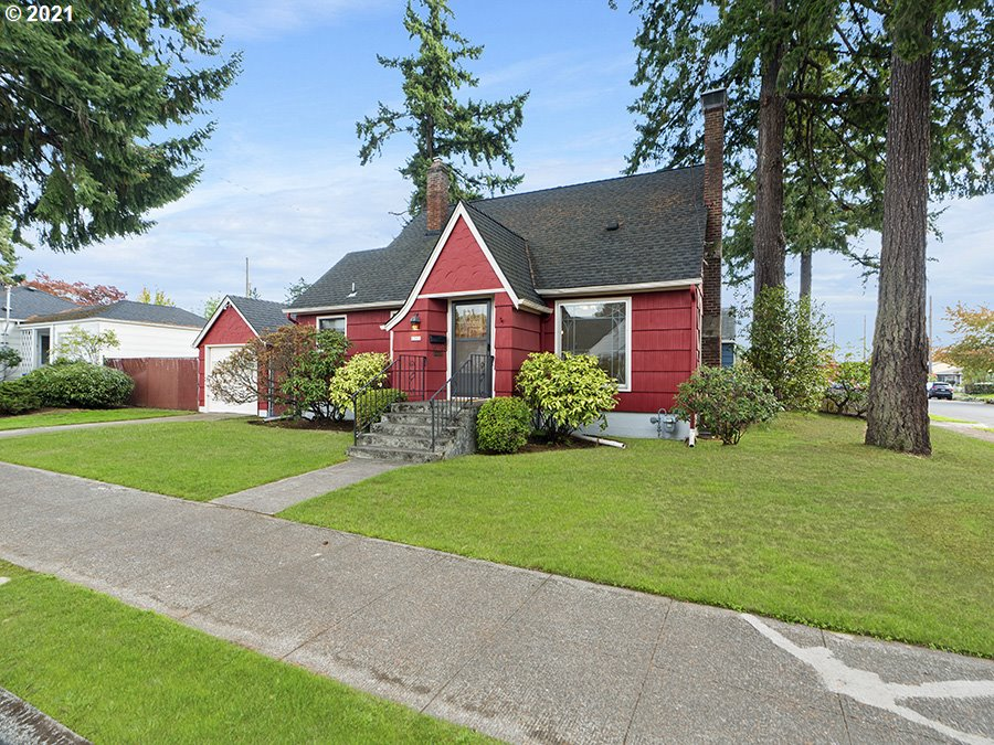 Classic North East Portland home, with primary bedroom on the main floor! Featuring wood floors throughout, this 3 bed, 1 bath home is unique and ready to be made a home. The first floor features beautiful details such as beautiful window detailing, build ins, fireplace, and cozy kitchen. Upstairs, one bedroom with a den area. Downstairs, an unfinished basement with loads of potential and laundry area. Outdoors, a fenced in back yard. [Home Energy Score = 7. HES Report at https://rpt.greenbuildingregistry.com/hes/OR10195889]