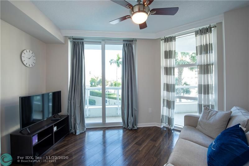 Live in style at the Esplanade on the new river. 2/2 unit overlooking the new river from spacious balcony. SS kitchen appliances granite counter tops and a large master bath with jacuzzi tub walk in shower and double vanity. New AC