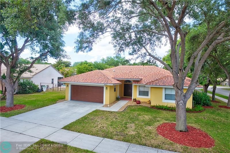 HURRY ON THIS SPECTACULAR 3/2 ON AN OVER SIZED CORNER LOT IN THE POPULAR WINSTON PARK. JUST INSTALLED A BRAND NEW S-TILES ROOF IN 2018! 2017 A/C! THIS UPDATED HOME NEEDS NOTHING! UPDATED KITCHEN WITH SS. APPLIANCES! BEAUTIFUL OPEN FLOOR PLAN FEATURING AN OVER SIZED FAMILY ROOM AND LIVING ROOM! ENLARGED MASTER BEDROOM/WALK-IN CLOSET!UPDATED MASTER BATHROOM!SCREENED IN REAR PATIO WITH ENOUGH ROOM FOR A POOL! ALL WITHIN WALKING DISTANCE TO THE SCHOOLS! INSIDE LAUNDRY ROOM! THIS HOME IS FHA APPROVED AND IS PERFECT FOR THE FIRST TIME HOME BUYER! THIS IS TRULY A MUST SEE!NON BRANDED VIDEO FOR YOUR CONVENIENCE.!
