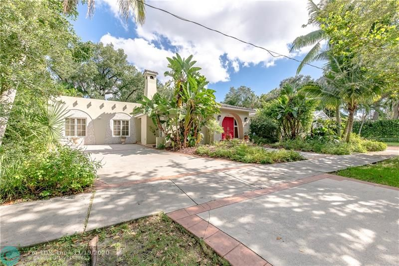 A fabulous Rio Vista home on a large lot on the best street in one of the sought after East side neighborhoods! This spacious home comes with such character, a newer kitchen, large foyer entrance, open living room, very comfortable family room, and a beautiful tropical pool area.