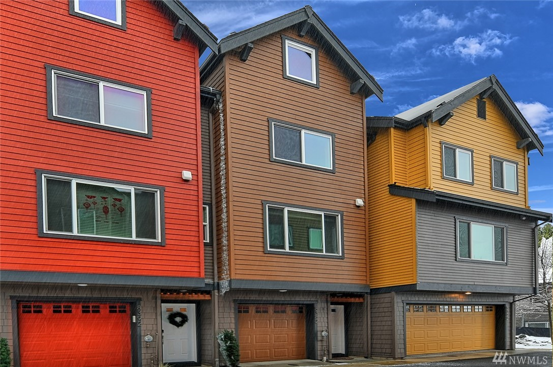 Location is everything & this home certainly has it! 9 mins to Microsoft, quick walk to Redmond TC & Redmond Transit. 2 bed/2.5 bth w/opt. for 3rd bed/bth, large finished 4th flr loft/bonus w/skylight that opens! Home is energy/cost saving LEED Platinum w/over $10k in upgrades. Hunter Douglas blinds, upgrd carpet/pad, bamboo flrs, MB closet org, triple pane windows, tankless WH, rainscreen siding system & built-in-car charger. Award winning schools, close to shopping & freeways. NO RENTAL CAP!!