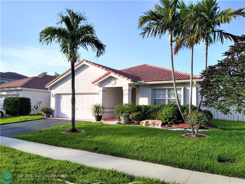 Best place to live in Broward!, GORGEOUS - Lake View, one store IMMACULATE HOUSE, 3 bed, 2 bath, spacious floor, huge master w/luxurios bath, large kitchen - open plan, stainless steel Appliances, screen enclosure covered patio, Beautiful serene lake view, neutral Tile (liv areas) & Laminate floors(Bedrms), room for pool, accordion Shutters, Hurricane entry and garage doors, 2 car garage spaces, lake water sprinkler system, new A/C, new Gas Heater, new Washer and Dryer, Gas Range oven, Great Location: Near schools, Sawgrass mall, park, shops & restaurants, CLOSE to Major Hwys. For any Buyer looking for a Great DEAL THIS IS IT!! if you see it, you buy it!!