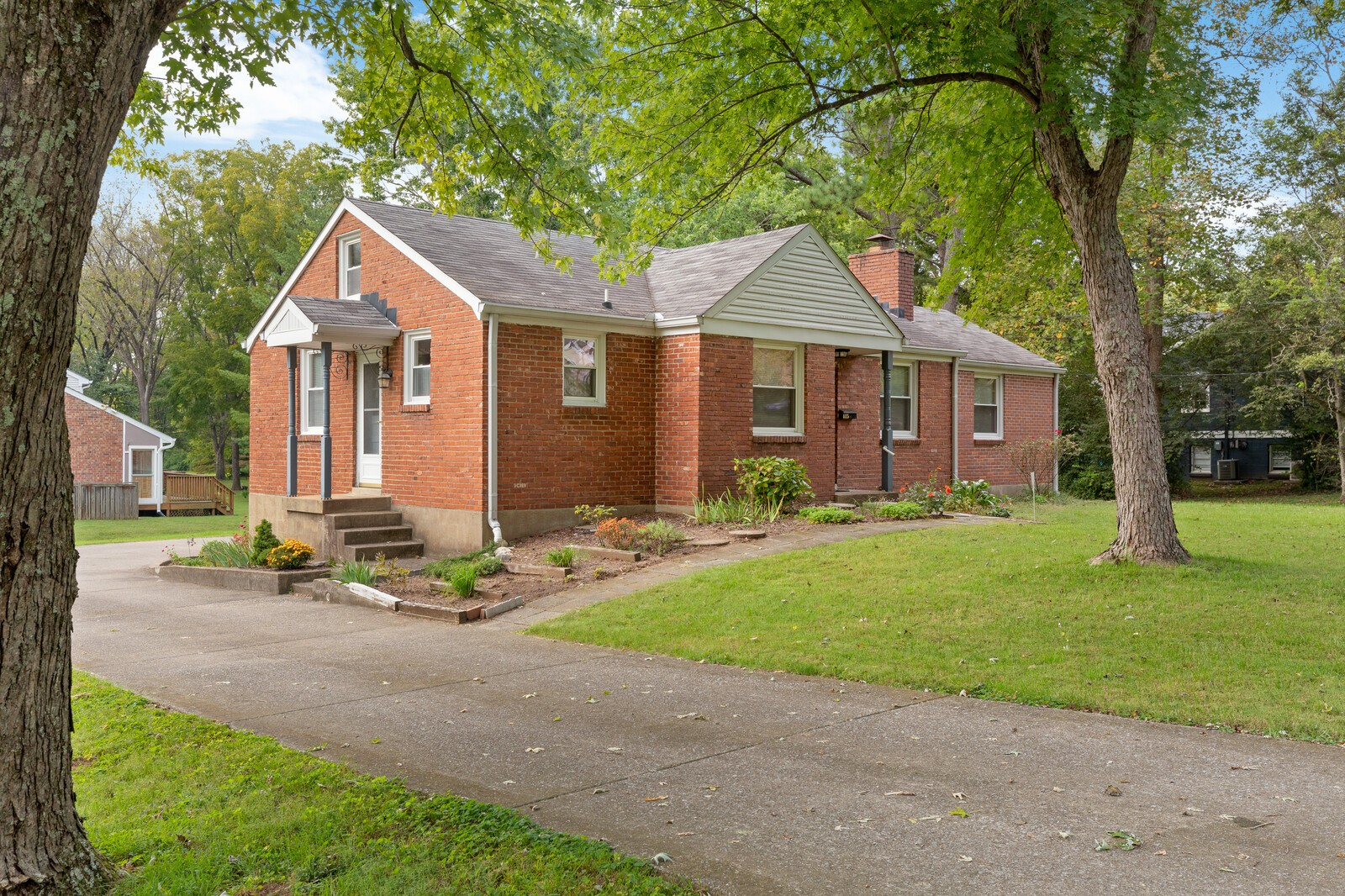 Prime location near Oak Hill, Green Hills and Lipscomb! Well cared for brick home on a gorgeous .4 acre corner lot. Selling AS-IS. Offers due Oct 14 at noon.