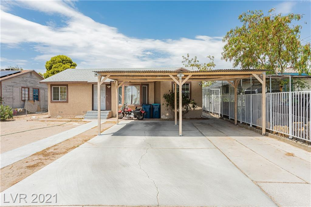 Beautiful 3 Bedroom Single Story Home located 1-Mile away from Fremont Street Experience! The property also features a detached one-bedroom casita with 1 bedroom, living area, Bathroom, and kitchen W/Stove & Refrigerator Included! Come see for yourself property has great opportunity and potential! Casita has a great opportunity for income as a rental.