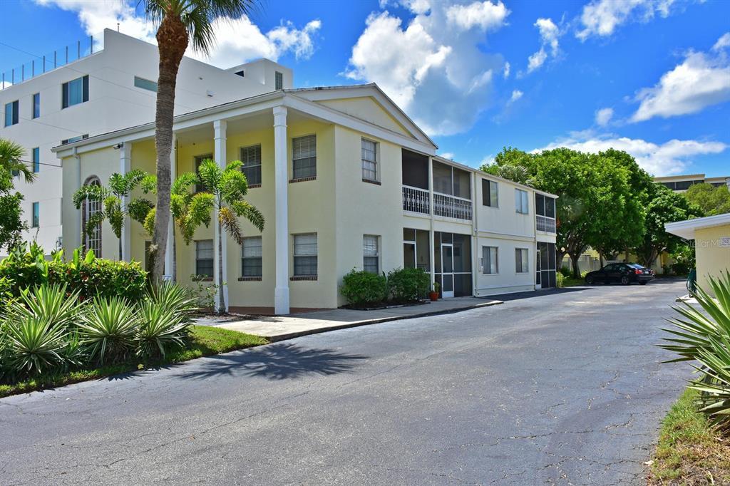 170 Roosevelt Drive 16, Sarasota, FL 34236