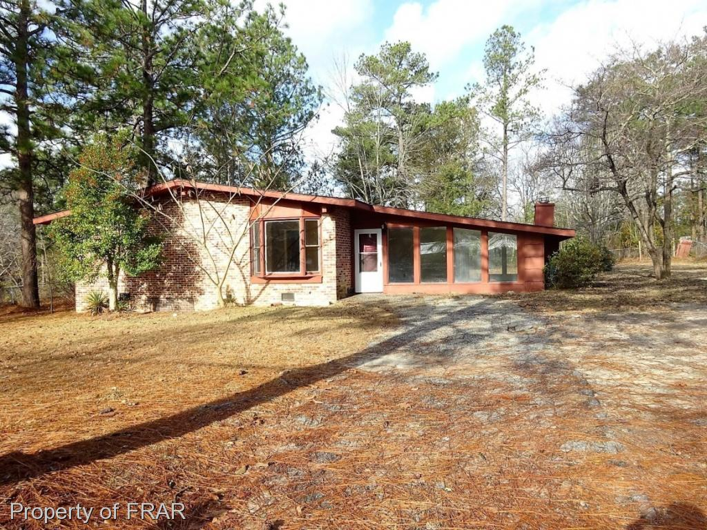 -Beautiful and spacious 4 bedroom Ranch conveniently located close to Ft. Bragg, shopping and restaurants. Home features sunken great room with fireplace, eat in kitchen with breakfast bar, formal dining room and oversized patio great for entertaining.