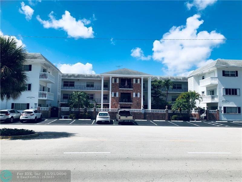 Large  private CORNER 2 bedroom, 2 bathroom condo walking distance to Galleria Mall. Quiet street and complex. Generous pool. Outdoor patio is a sanctuary, private and large spanning the whole interior corner. Unit has a lot of closet space and additional outdoor storage. Walking or biking distance to the beach and parks. This is a must see- largest unit in the building.