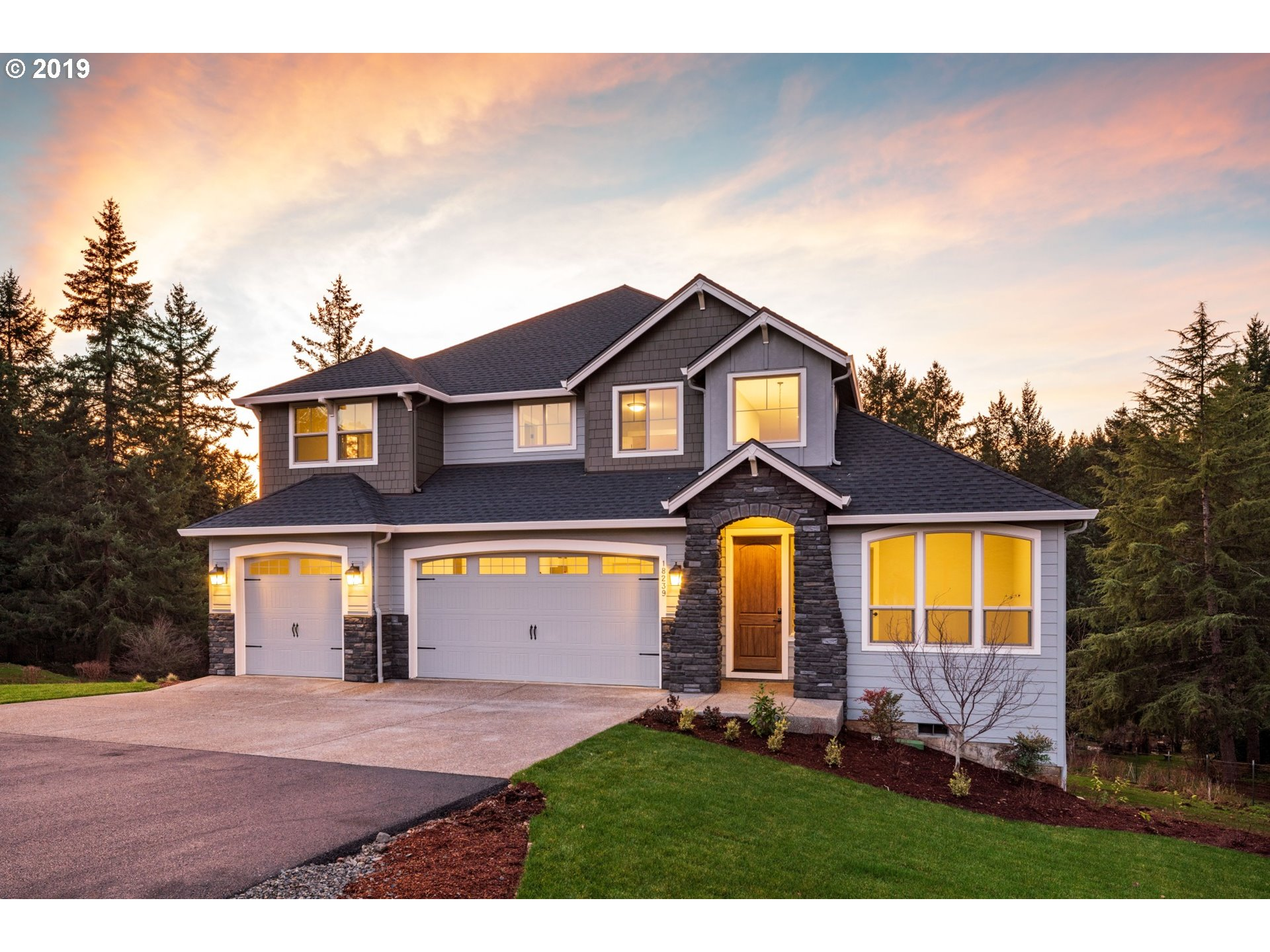 This is what Oregon is all about! Beautiful spacious craftsman on two acres. Soaring Great room  with fireplace. Gourmet kitchen with slab island and double oven. Butler's pantry with formal dining. Large master suite on main floor! Three car garage and huge deck overlooking private grounds. Perfect!