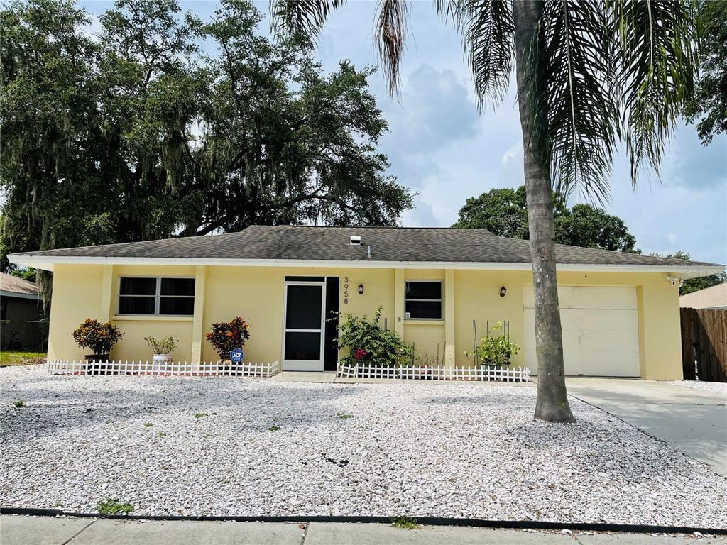 Beautiful 2/3 bedrooms 2 full bath and 1 attach car garage, remodeled and ready for the new owner. Upgrades included,, Kitchen, bathrooms, office/den, flooring, paint inside and outside, shed, pergola and more. Excellent location, easy accses to public parks, shops, schools and  I-75.