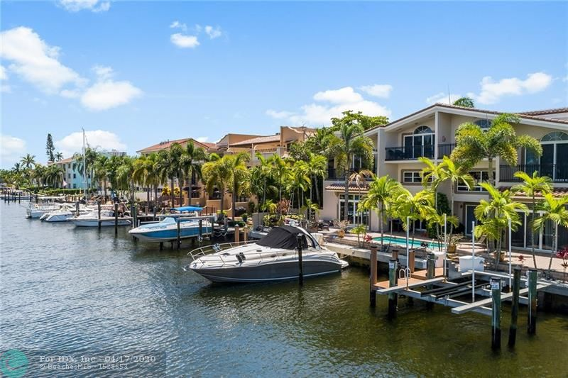Waterfront Townhome with private dock for up to a 40' boat with direct ocean access. 