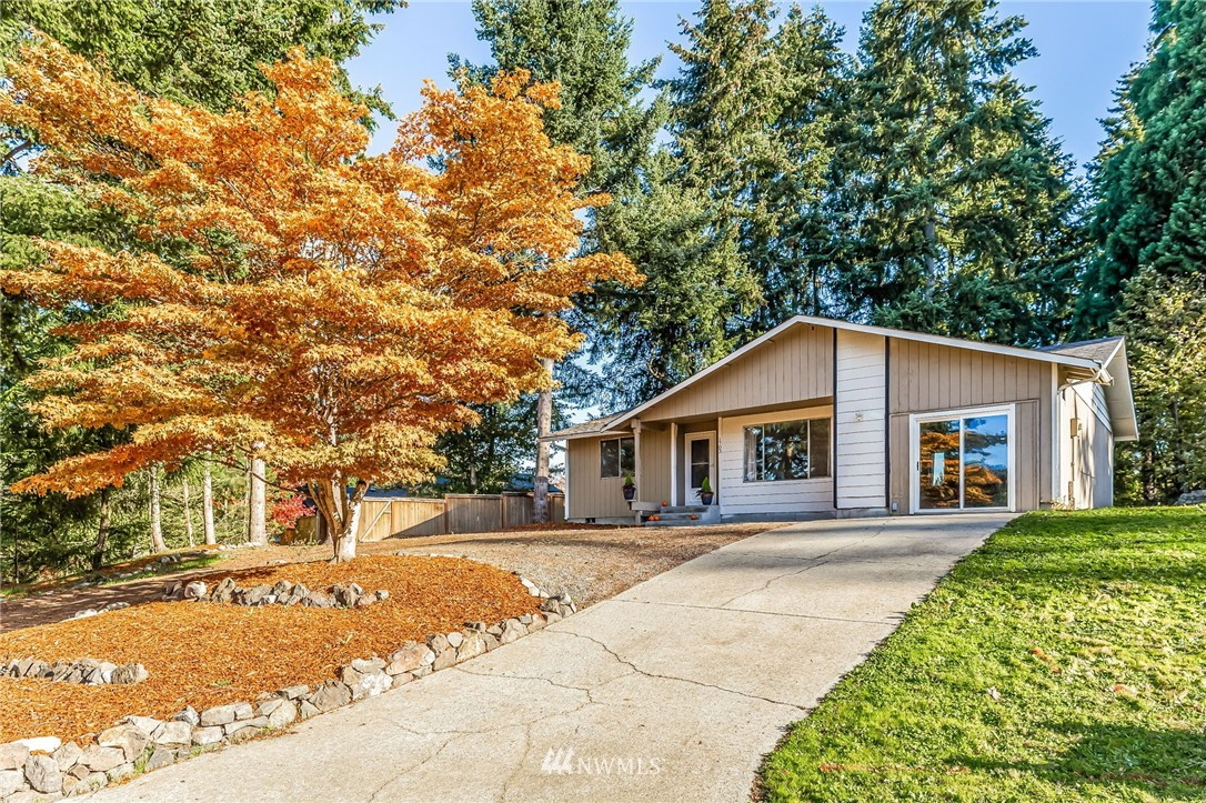 Fantastic, updated rambler w/ brand new carpet, lighting & a totally remodeled main bath.  The roof was new in 2016 & the house has RV parking & a hook up on the side of the house.  Located in a cul-de-sac w/ lots of parking, a huge lot + it's just minutes to I5 & Highway 18.  A well cared for neighborhood that does not have a home owners assoc. so no restrictions on parking your RV, boat or cars outside.  An open concept floor plan, 3 generous bedrooms & all appliances convey.  It's a must see!