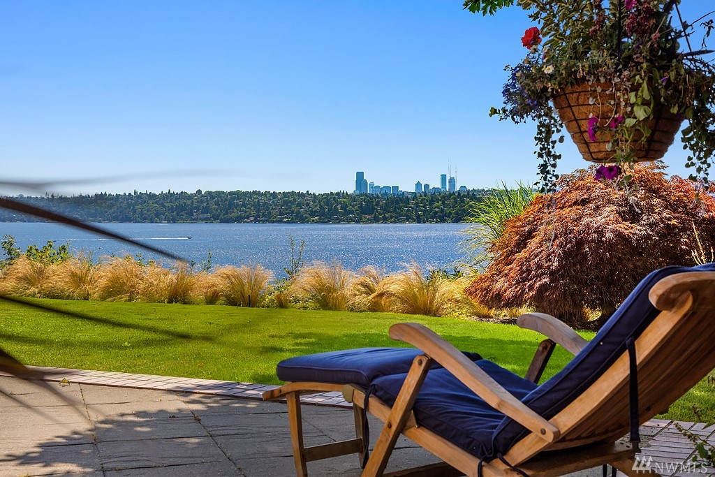 Bring your vision and your waterfront dreams to Evergreen Point Road in Medina. Lake Washington, Seattle city skyline, Olympic Mountain, & fiery sunsets glow from this west-facing waterfront opportunity on .89 acre with 80 feet of lakefront & a new dock with boat lift. Spend glorious summers at your wade-in swim beach with lakefront cabana. A rare opportunity in one of the most sought-after waterfront communities in Washington. A blank canvas awaiting your waterfront dream home.