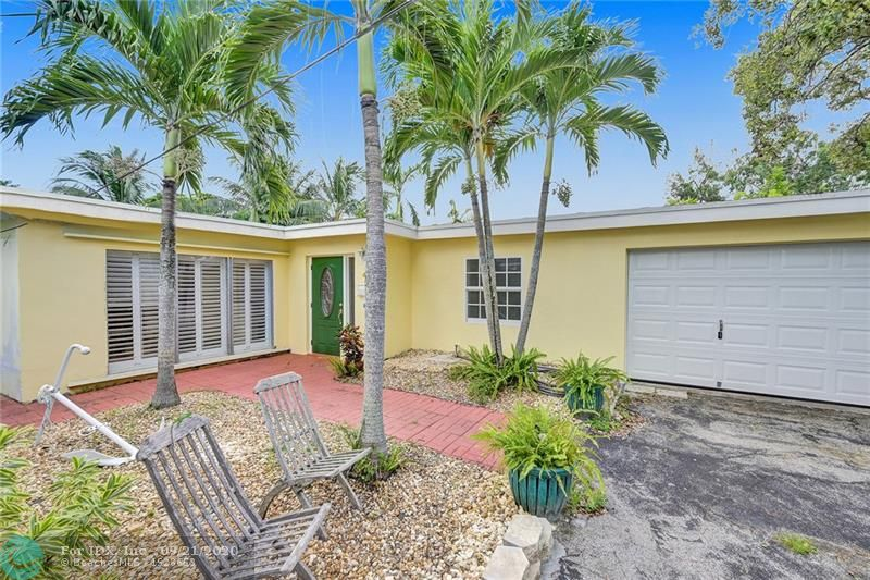 """NEW ON THE MARKET. TARPON RIVER FRONT 2/2 SPACIOUS OPEN FLOOR PLAN LIVING WITH A GARAGE. RENOVATED A FEW YEARS AGO, SUPER HOME JUST 1 BLOCK OFF """"THE PARK"""".ALMOST 2000 SQ FEET OF HOME WITH A 8700 PLUS SQFT LOT. QUIET, WELL MAINTAINED, 6 YEAR OLD ROOF AND A SWEET SHOP/OUTBUILDING. GREAT WATERFRONT WITH SOLID SEAWALL. CURRENTLY BEING REPAINTED AND NEW SOFFITS AND FACIA. BIG BEDROOMS WITH LOTS OF CLOSET SPACE AND A MOST CHARMING OPEN FLOOR PLAN WITH A CENTRAL KITCHEN OPEN TO EVERYTHING. VERY NICE LARGE LAUNDRY ROOM YOU GOTTA COME SEE!!!!!"""