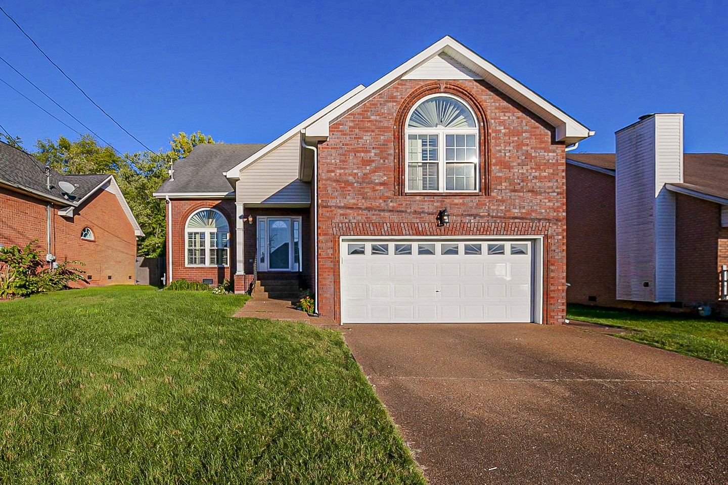 Stunning Home in conventionally located Glen Oaks Subdivision, easy access to 386, shopping dining and hospital. Largest home in the neighborhood full of updates, Large family room with vaulted ceilings, main floor primary suite. Spacious fenced in backyard.