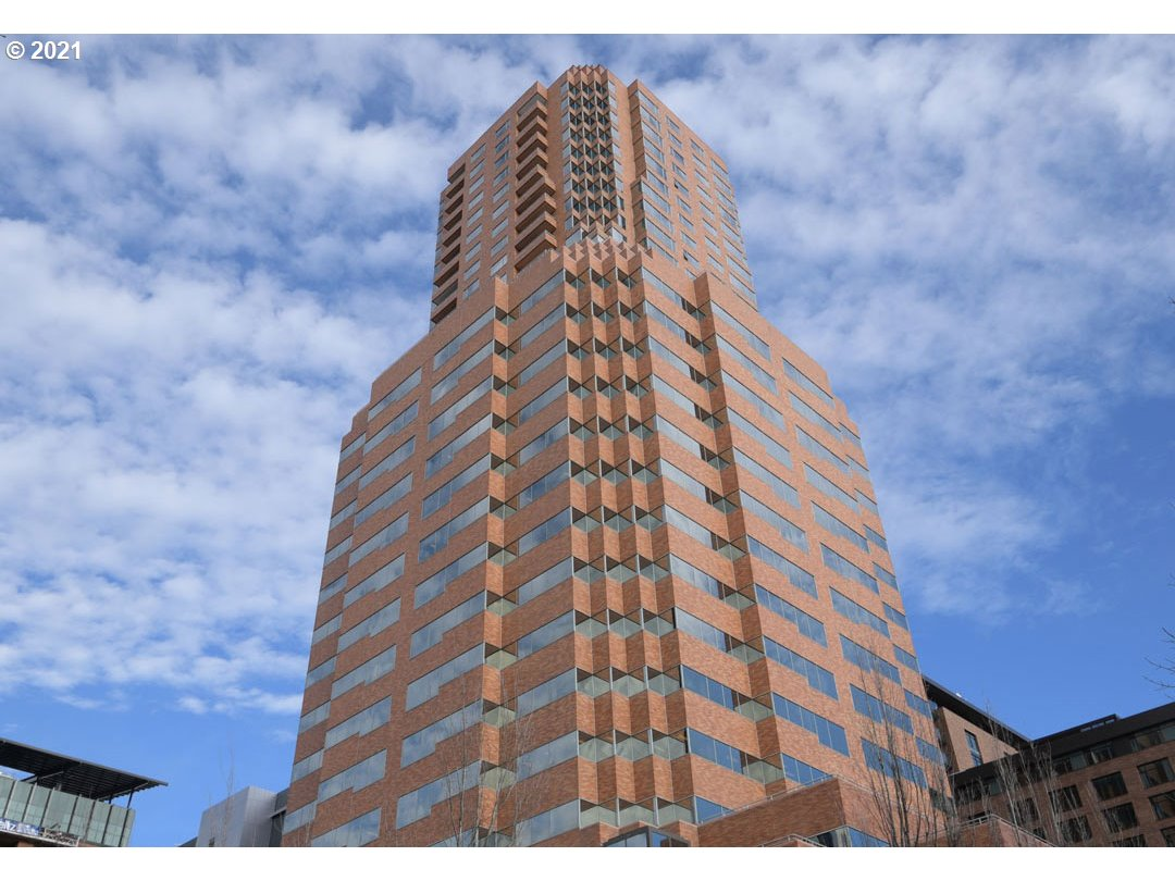 Want to be in a great location and in an elegant building? Want to find a condo you can make your own and put your design stamp on it? This is it! Fountain Plaza is a building in transition from old to new. Transform this unit into something special. Rare 2 decks, one being extra large. Best corner if you enjoy the city lights at night! Amazing location in the heart of Portland's Cultural District with so much to do at your fingertips!