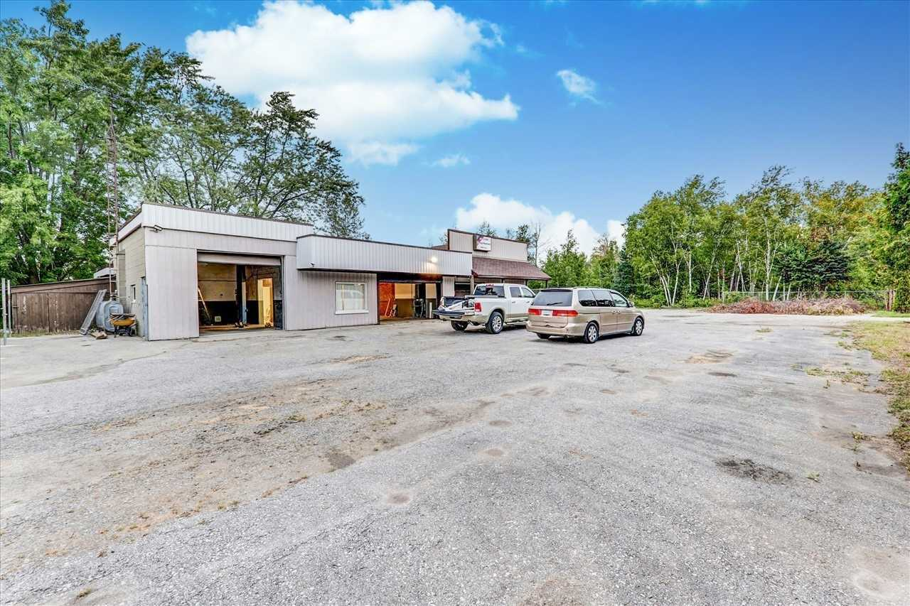 Great Automotive Garage On Simcoe St, Port Perry For Lease C6-6 Zoning Allows Automotive And Other Usage. Street Exposure, Minutes From Port Perry And 20 Min To 401 & 407, 200 Amp Service