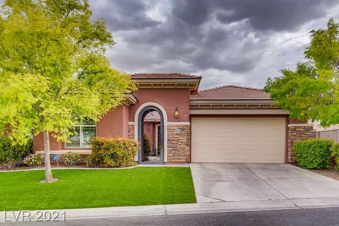 Location, floorplan, this home has it all  Immaculate Single story in the Vistas! Lush courtyard entry, open Floor plan, 3 bedrooms plus Den, custom wide shutters throughout, private backyard oasis, beautiful park across the street.