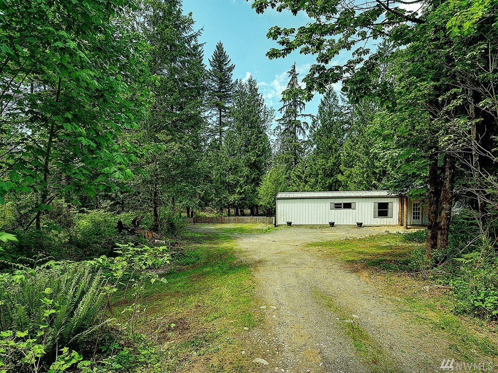 Secluded doublewide, almost one acre.  Very private, backs to greenbelt.  Large master, 1 ¾ bath, washer dryer hook ups, spacious kitchen, dining room and living room, new carpet.  Less than ten minutes from Maple Valley, four corners. Sold AS-IS.