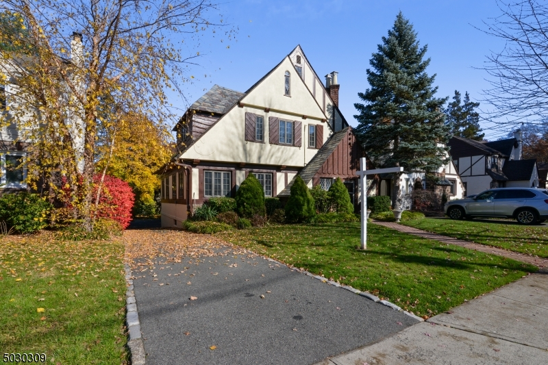 Beautiful 4 bedroom 2.1 bath Colonial Tudor situated on a quiet block, in The South mountain elementary school district,  Middle & High school, Gourmet Elk w/vaulted ceiling & hardwood floors