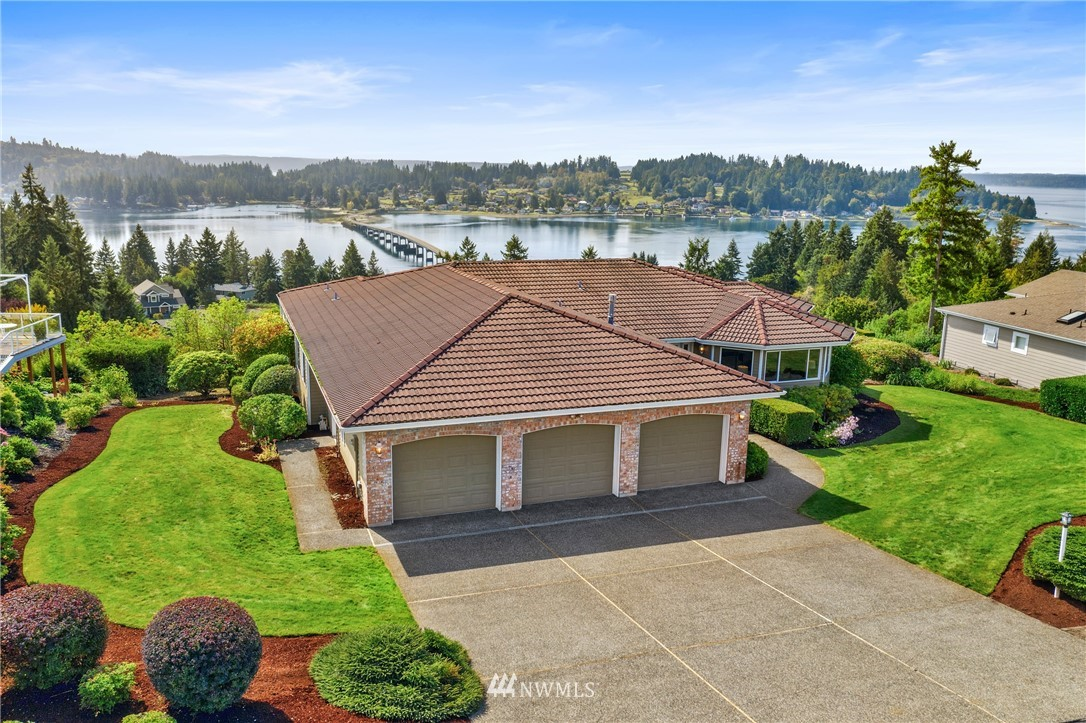 Finally!  A RAMBLER with 180 degree VIEWS!  First time on the market for one of Eagle Crest's most treasured homes...full southern exposure boasting panoramic views of Hale Passage, Fox Island, and Henderson Bay.  Take in all day sun and dramatic sunsets from the walls of windows or the 600 sf trex deck.  2597 sf, 3 bds, 2 1/2 baths, featuring a traditional layout of formal and casual spaces, a generous master suite w/ walkout to the deck, and a true 3 car garage.  Incredibly rare opportunity!