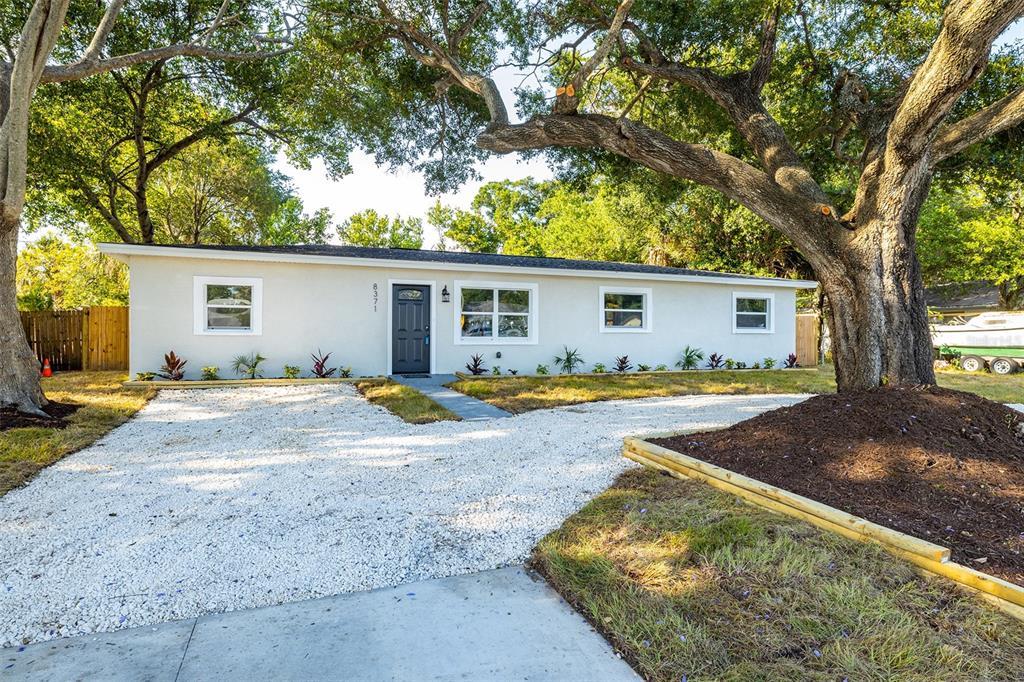 8371 Jacaranda Avenue, Seminole, FL 33777