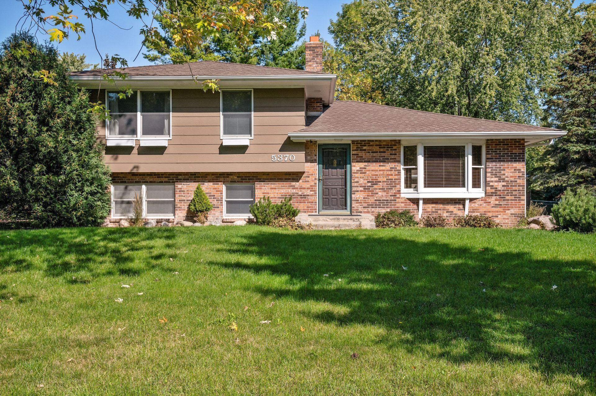 5370 Clayton Drive, Maple Plain, MN 55359