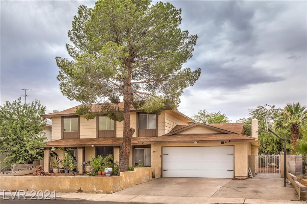 MOVE IN READY 2 STORY HOME IN THE HEART OF LAS VEGAS. FAMILY ROOM W/ FIREPLACE & LAMINATE WOOD FLOORING. UPGRADED KITCHEN W/ STAINLESS APPLIANCES & TILE BACKSPLASH. MASTER INCLUDES 10X8 RETREAT. LARGE BACKYARD W/ COVERED PATIO, EASY MAINTENANCE LANDSCAPE & NO HOA! MINUTES FROM THE VEGAS STRIP, UNLV, AIRPORT & UPCOMING RAIDERS STADIUM!